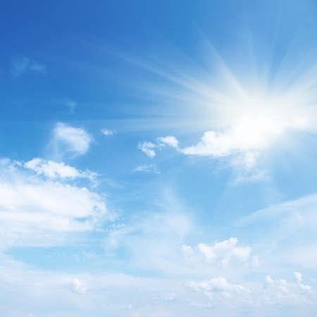 sunny day: Cielo azul con nubes y sol. Foto de archivo