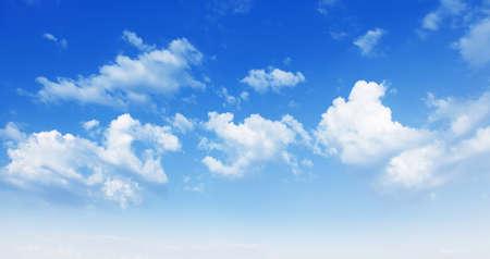 the sky clear: Cielo azul. Foto de archivo