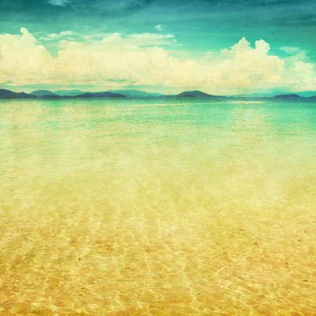 paisaje vintage: Vista al mar en el estilo grunge y retro