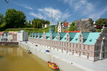 BRUSSEL, BELGIÃ‹ - 13 MAY 2016: Miniaturen in het park Mini-Europa - reproducties van monumenten in de Europese Unie, op een schaal van 1:25. Kopenhagen, Denemarken.