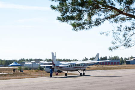 Small airplane preparation by the ground crew before departure at aerodrome. Standard-Bild