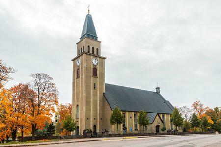 Kuusankoski-Kirche am schönen Herbsttag, Finnland. Standard-Bild