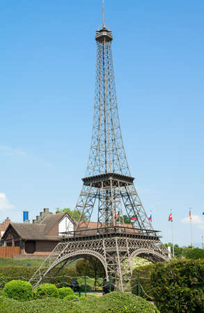 BRUSSELS, BELGIUM - 13 MAY 2016: Miniatures at the park Mini-Europe - reproductions of monuments in the European Union at a scale of 1:25. Eiffel Tower, Paris, France Éditoriale