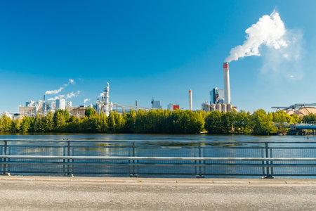 Kouvola, Finland - 15 September 2020: Upm Kymi factory in Kuusankoski. 新闻类图片