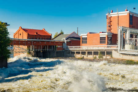 Kouvola, Finland - 15 September 2020: Old red brick buildings of Upm factory on rapids Kuusankoski. 新聞圖片