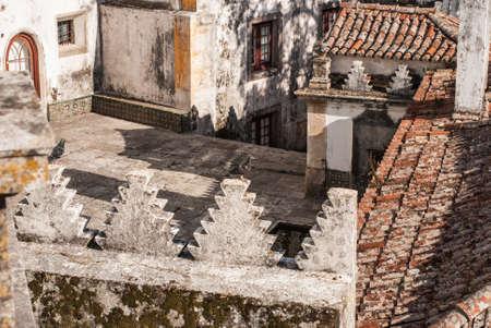 superdirecta: La guinda del pastel la Unesco Patrimonio de la Humanidad de Sintra es este palacio, cuyas chimeneas c�nicas gemelas ic�nico ubicado imaginaci�n a toda marcha.