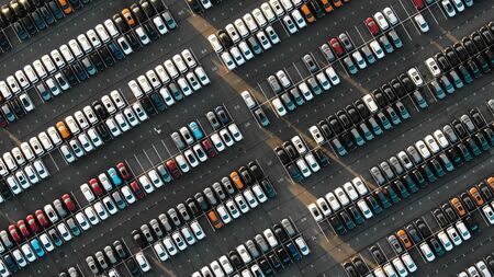Aerial view of the parked new cars at the automotive plant Stockfoto