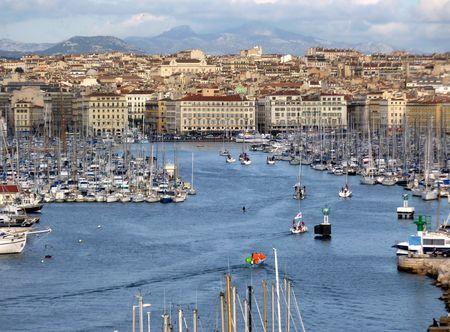 marseille: Uitzicht op de oude haven van Marseille door zons ondergang, Frankrijk
