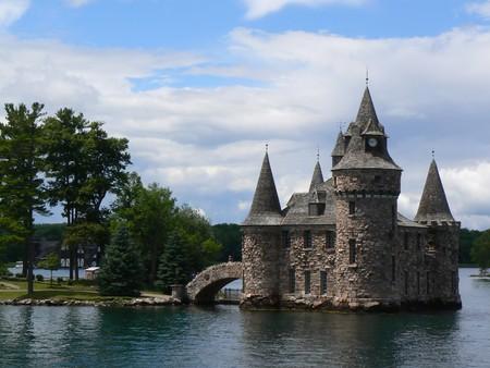 castillo medieval: Castillo Boldt entre mil islas en el lago Ontario, Canadá