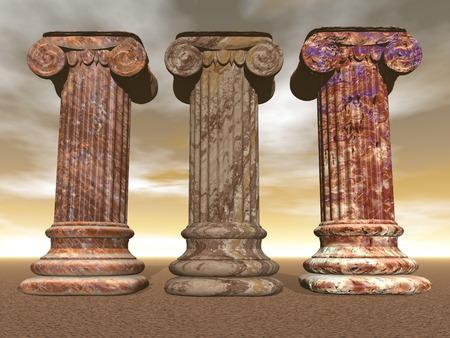 Drie bruin marmeren kolommen of pijlers in bewolkte hemel backgound Stockfoto