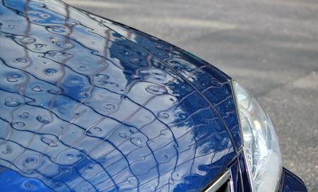Cierre en coche dañado a causa de granizo Foto de archivo - 28605593