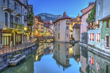 Quai de lIle and canal in Annecy old city, France, HDR Фото со стока