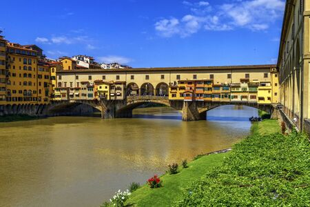 firenze: Ponte vecchio by day, Florence or Firenze, Italia