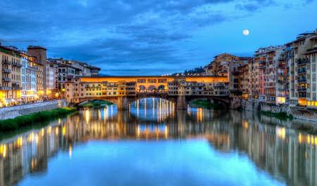 firenze: Ponte vecchio by night, Florence or Firenze, Italia Stock Photo