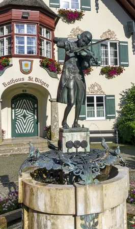 amadeus: Statue of young Wolfgang Amadeus Mozart in front of townhall on Mozartplatz in St. Gilgen, Austria Stock Photo