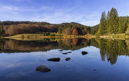 Lac Genin, Jura, Frankreich Standard-Bild - 89353548