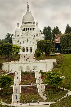 sacre coeur: BRUXELLES, BELGIQUE, 14 AOÛT 2016. Mini Sacré-C?ur à Montmartre en France au parc Mini Europe.