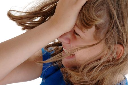 Fille de 13 ans de rire avec sa main à son front photographié sur fond blanc. Banque d'images - 238034