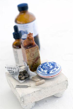 traditional chinese medicine: La medicina tradicional china. Extreme poca profundidad de foco de objetivos claramente definidos en las agujas de acupuntura y c�psulas de hierbas.