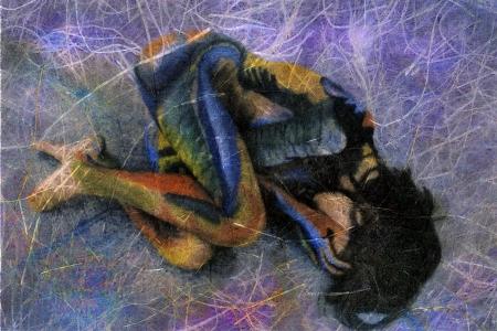 추상 여자. 태아 위치에 칠해진 된 여자의 혼합 된 매체 사진 그림. 스톡 콘텐츠