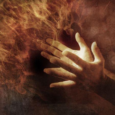 手はエネルギーの光でライトアップ。写真に基づく図。 写真素材
