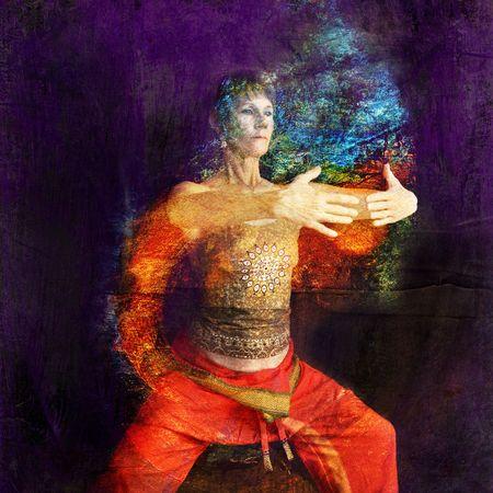 quantum: Vrouw in Aziatische Yoga Qigong beïnvloed poseren in een roest cilinder. Foto gebaseerd illustratie.