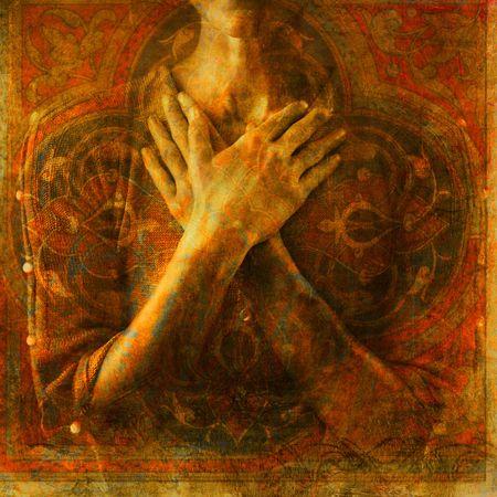 mains crois�es: Une femme a mis les mains crois�es sur sa poitrine. Photo bas�e illustration. Banque d'images