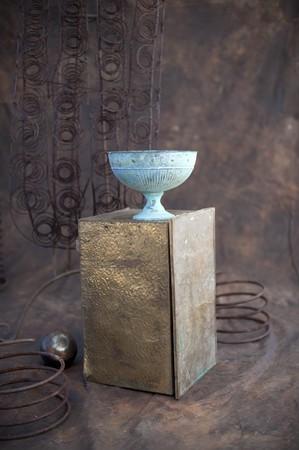 receptivo: Estudio de objetos de metal.  Foto de archivo