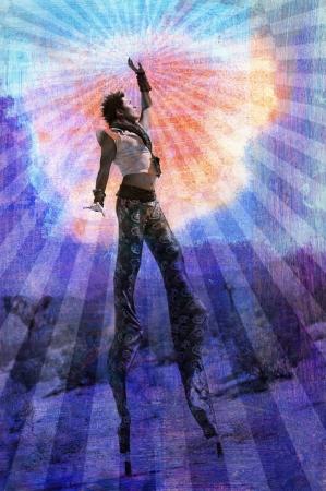 zancos: Incorporar su ser superior. El hombre en zancos rodeado de rayos.