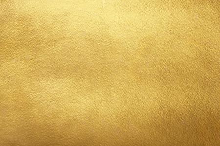 dorado: Fondo del oro. Textura de oro en bruto. Plantilla de papel de oro de lujo para su diseño. Foto de archivo