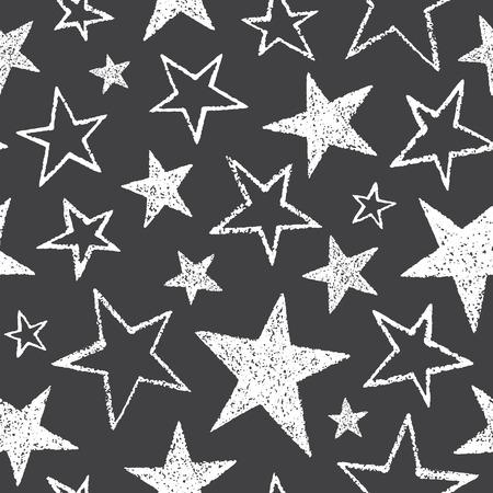 estrellas cinco puntas: Cepillarse o tiza dibujado estrellas de cinco puntas de diferente tamaño del patrón de vectores sin fisuras. textura áspera, bordes irregulares. dibujado mano libre cósmica, el fondo del espacio. estilo de dibujo formas de la estrella blanca en la pizarra.