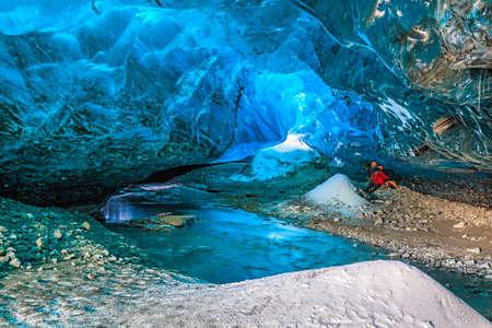jaskinia: Jaskinia Lodowa w Vatnajokull, Południowej Islandii