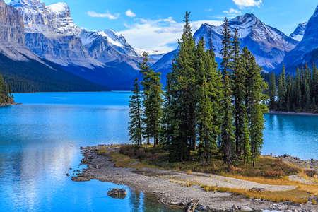 Spirit Island in Maligne Lake Reklamní fotografie - 37060216