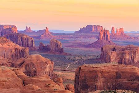 Sonnenaufgang in Hunts Mesa Standard-Bild - 37343590