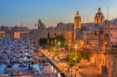 View to Grand Harbor from Birgu city at sunrise 스톡 콘텐츠