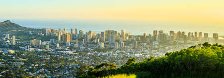 View to Honolulu from Tantalus Lookout at sunset, Oahu, Hawaii Reklamní fotografie - 96725349