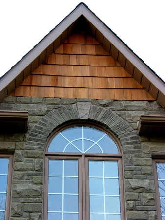 dormer: Ventana redondeada de una casa nueva, fondo blanco Foto de archivo