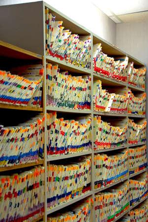 医者のオフィスで患者情報を医療ファイル