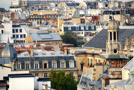 rooftop: Scenic uitzicht op daken in Parijs Frankrijk