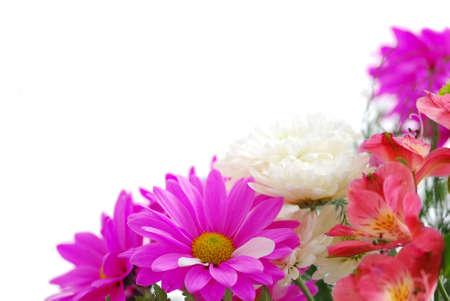 esquineros de flores: Ramo de flores frescas sobre fondo blanco con copia espacio