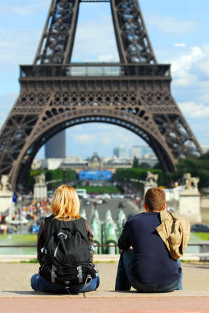 'tour eiffel': Young tourists enjoying the view of Eiffel tower in Paris, France.