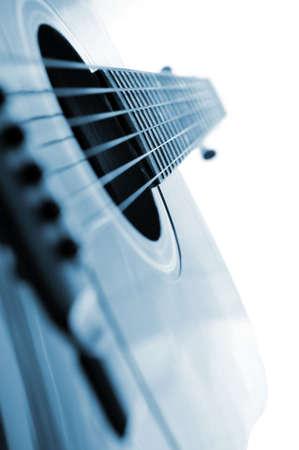 白い背景の上のアコースティック ギターをクローズ アップ 写真素材