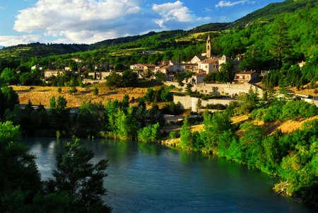 ufortyfikować: Zobacz widokowe na miasto Sisteron w Provence, Francja
