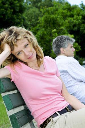 Pareja hombre y la mujer tengan problemas de relación  Foto de archivo