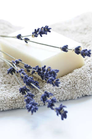 Bar of natural aromatherapy soap with dried lavender Imagens