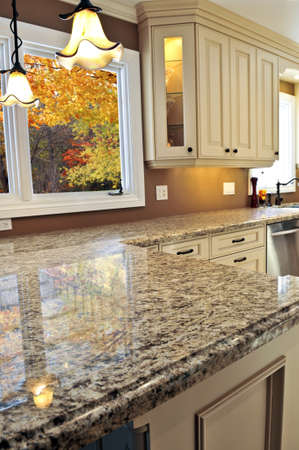 contadores: Moderna cocina de lujo con interior de granito countertop Foto de archivo