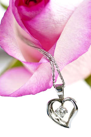 platinum: Heart pendant with diamond with a pink rose
