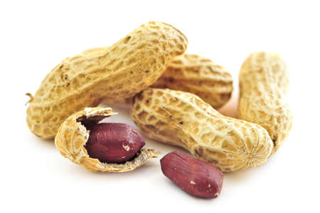 arachis: Closeup of peanuts with and without shells