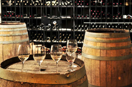 Row of wine glasses on barrel in winery cellar Banque d'images