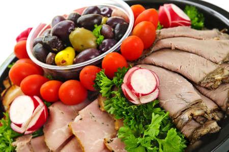 carnes y verduras: Plato de surtido de cortes de carne fría cortada